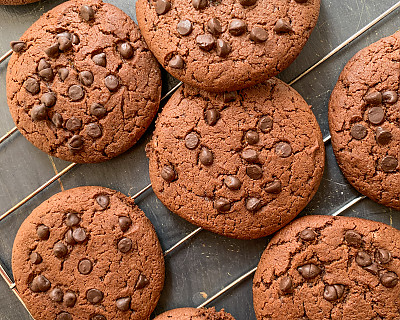 Whole Wheat Chocolate Chip Cookie Recipe With Jaggery | Eggless