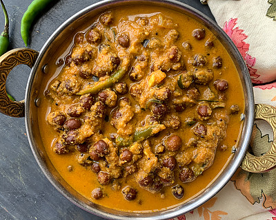 Kerala Kadala Curry Recipe - Spicy Chickpeas in Coconut Curry