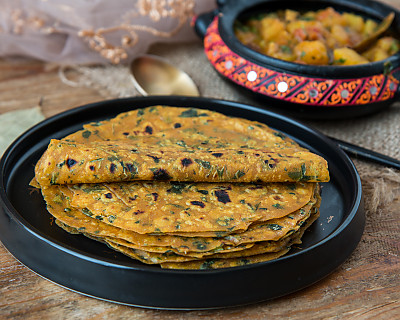 Gujarati Methi Thepla- Spiced Indian Flat Bread with Fenugreek Leaves