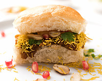 Gujarati Dabeli Recipe - Pav Buns With Spicy Mashed Potatoes