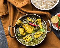 Saagwala Chicken  Recipe - Palak Chicken Curry