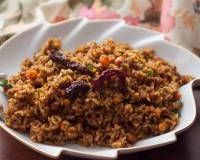 Puliyodharai / Puliyogare Recipe (Spicy Tamarind Rice) with Pulikachal