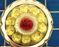 Mini Rava Idli With Tomato Chutney Recipe