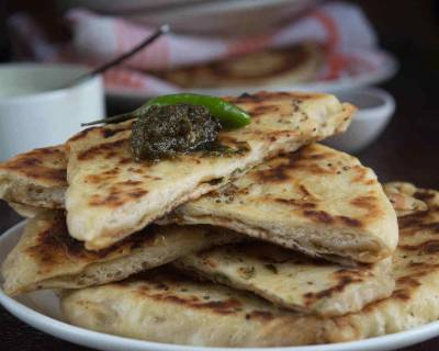 Aloo Kulcha Recipe (Spiced Potato Stuffed Indian Flat Bread)