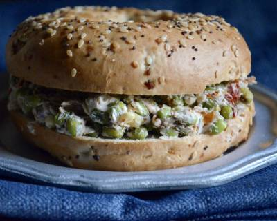 Sun Dried Tomato, Sprouts And Cream Cheese Bagel Sandwich Recipe