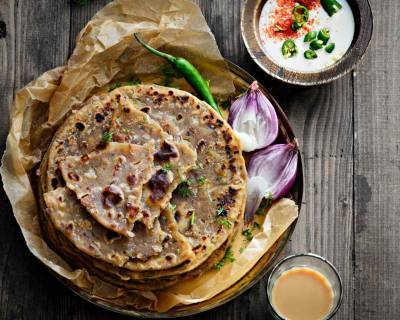 Sindhi Koki (Sindhi Style Flaky Flatbread With Onions)