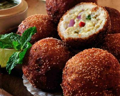 Paneer Stuffed Bread Fritters Recipe