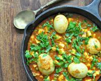 हरयाणा स्टाइल एग करी - Spicy Haryana Style Egg Curry (Recipe In Hindi)