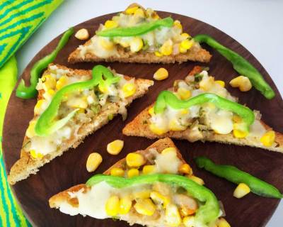 Cheesy Corn And Onion Toasts Recipe
