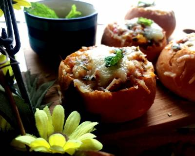 Achari Paneer Mini Bread Bowl With Cheesy Twist Recipe