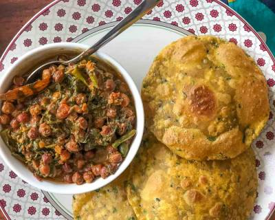 Make Your Weekend Lunch Special With Karela Puri, Palak Chana, Aam Ras & Chaas