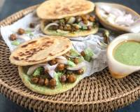 Mini Naan Sandwich Recipe With Pindi Chole
