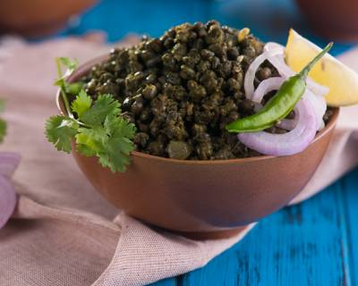 Sookhi Moong Palak Dal Recipe (Whole Green Moong Gram with Spinach)