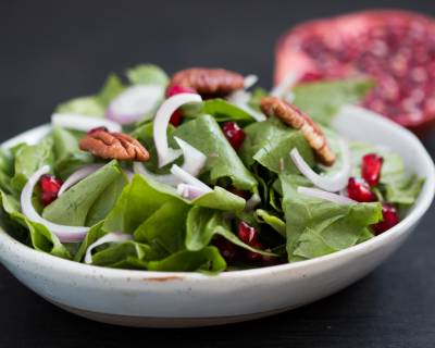 Chopped Spinach And Pomegranate Salad Recipe