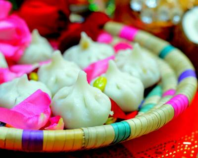 Traditional Steamed Modak Recipe (Ukadiche Modak With Rice flour)
