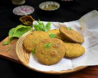 Palak And Peas Kachori Recipe
