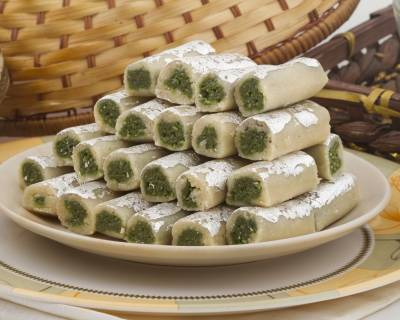 Kaju Pista Roll Recipe - Cashew Nut Pistachio Fudge