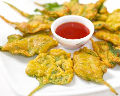 Crispy Palak Pakora Recipe - Monsoon Snack