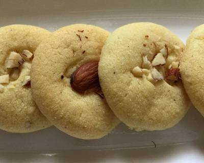 Eggless Saffron Laced Almond Cookies Recipe