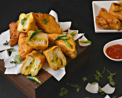 Cheesy Aloo Bread Pakoda Recipe