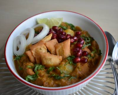 Nimki Aloo Anardana Curry Recipe - Potato And Nimki Curry