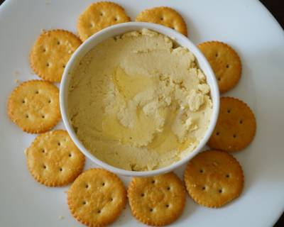 Hummus Flavoured With Garlic Recipe