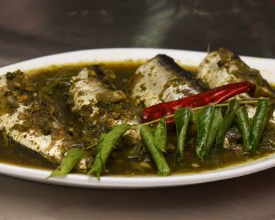Assamese Narasingh Masor Jhol Recipe (Fish In Curry Leaves Gravy)
