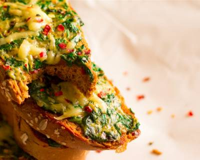 Creamy Spinach & Cheese Bread Toast Recipe