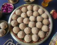Maharashtrian Dinkache Ladoo Recipe (Whole Wheat Flour Truffles With Edible Gum & Dry Fruits)