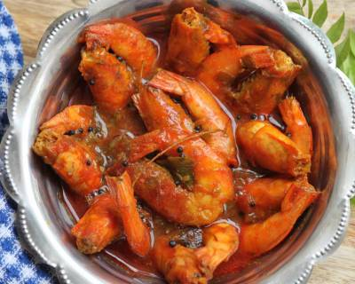 Prawns Kuzhambu Recipe - Tangy Prawns In Tamarind And Coconut Gravy