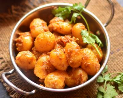 Gujarati Lasaniya Batata Recipe - Garlic Potato Curry
