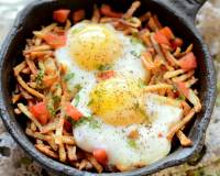 Sali Par Eedu Recipe - Parsi Breakfast Eggs On Fried Potato