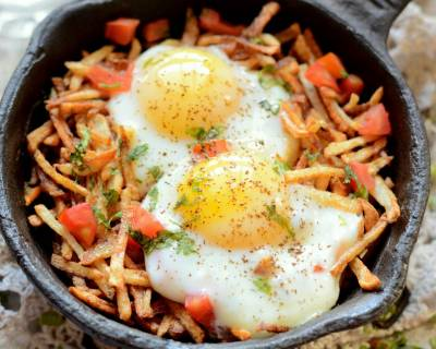 Sali Par Eedu Recipe (Parsi Breakfast Eggs On Fried Potato)