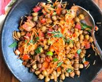 Kala Chana Salad Recipe With Carrots, Cucumber & Tomatoes