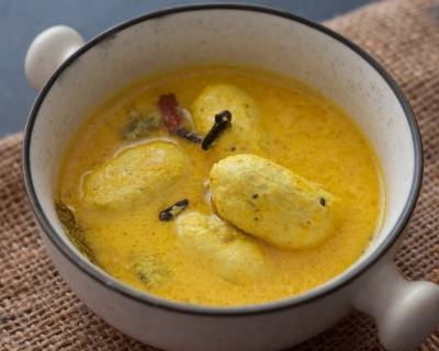 Kashmiri Style Gushtaba Recipe - Mutton Kofta in Curd