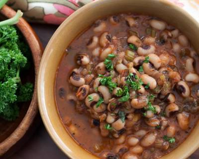 Greek Style Μαυρομάτικα Recipe (Black Eyed Beans with Celery and Thyme Recipe)