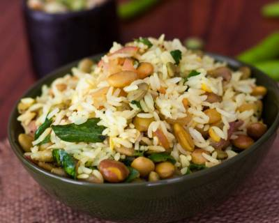 Karnataka Style Avarekalu Chitranna Recipe (Field Beans Tossed With Lemon Rice)