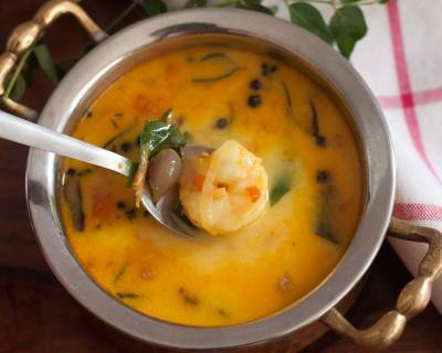 Kerala Style Chemmeen Moilee Recipe - Prawn Curry
