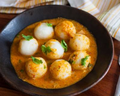 Mangalorean Style Masala Pundi Recipe - Steamed rice dumpling in Onion Gravy