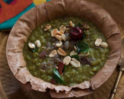 पालक खिचड़ी - Palak Khichdi With Brown Rice And Toasted Peanuts (Recipe In Hindi)