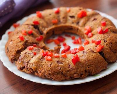 Strawberry Bundt Cake with Muesli and Oats Recipe