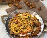 Bhakarwadi Chaat Recipe - Maharashtrian Spiced Chaat