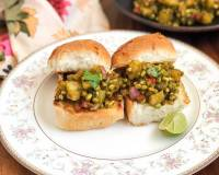 Chatpata Aloo Moong Sprouts Recipe With Buttered Pav Buns