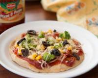 Cheesy Tawa Pizza Recipe With Corn And Broccoli