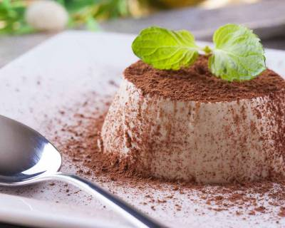 Vanilla Panna Cotta Recipe with Cocoa & Mint