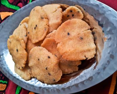 Thattai Recipe (Crispy South Indian Savory Crackers)