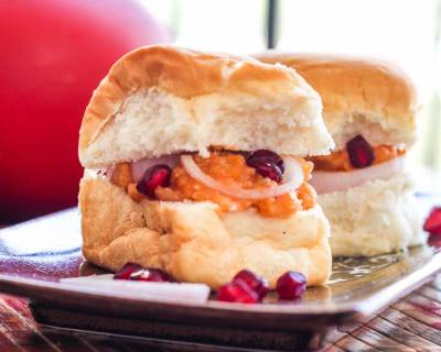 Dabeli Recipe - Pav Buns With Spicy Mashed Potatoes