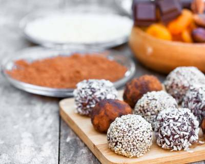 Dates Chocolate & Nut Balls Recipe (Energy Balls)