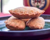 Dry Fruit Ghughra/Gujiya Recipe (Pastry Crust Pockets Filled With Dry Fruits)