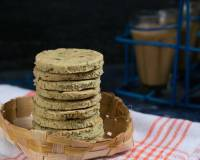 Baked Palak Ki Mathri Recipe (Baked Spinach Spicy Tea-Time Crackers)